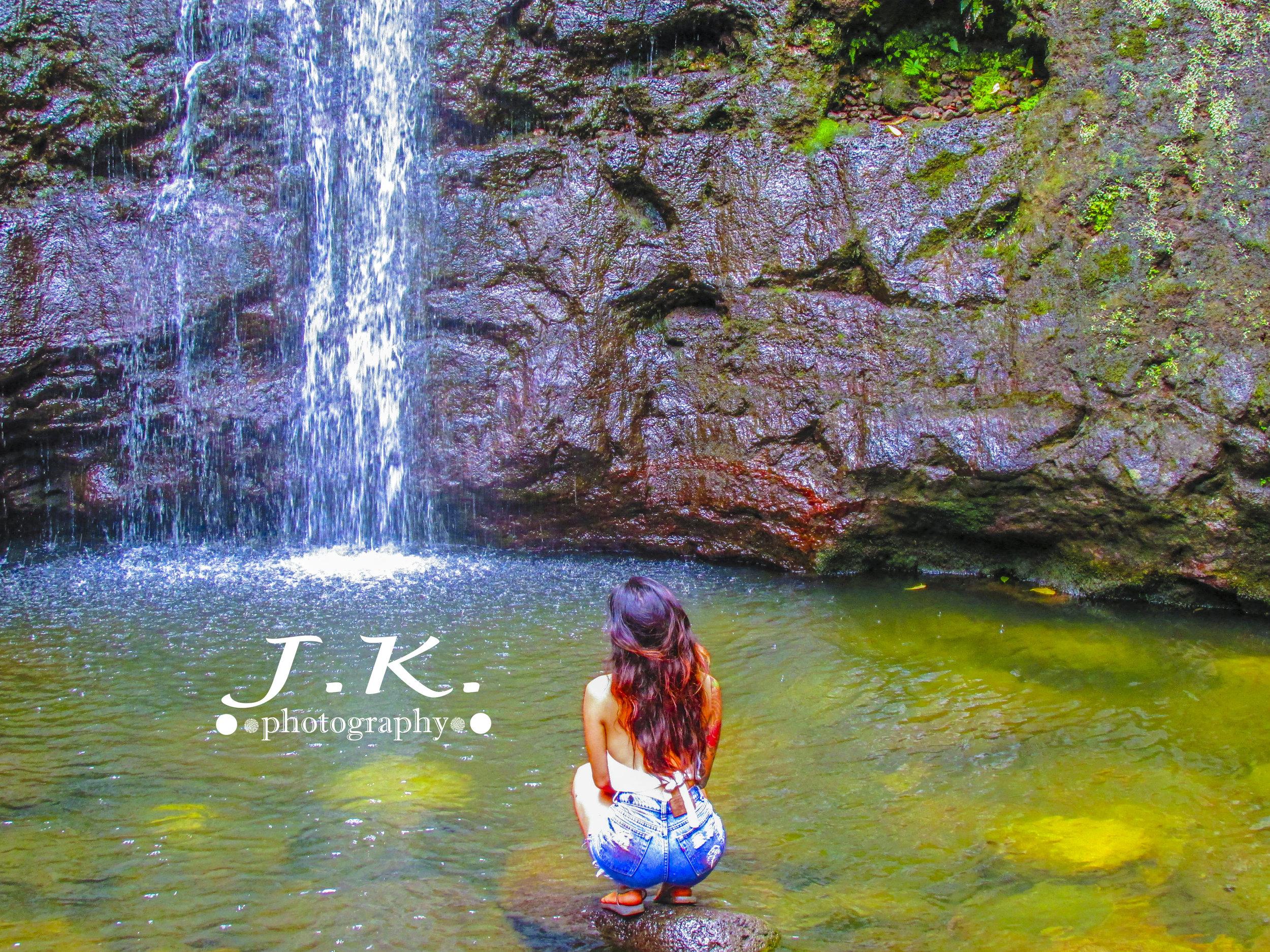 Oahu_Shoot_Sitting_On_Rock.jpg