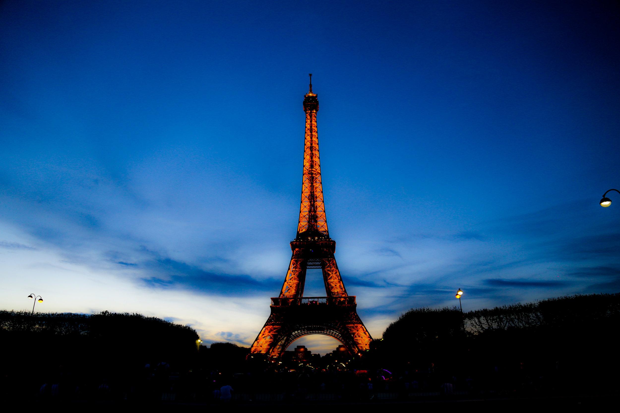 Eiffel_Tower_At_Night.jpg