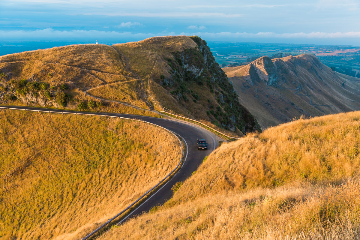 road-winding-new-zealand-te-mata-matas-peak-north-island-napier-nz.jpg