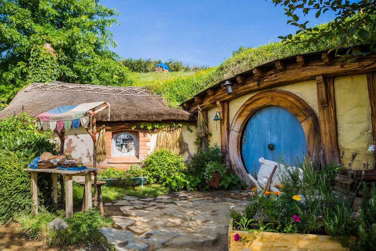 hobbiton-smial-new-zealand-north-island-hamilton-lord-of-the-rings-film-movie-set.jpg