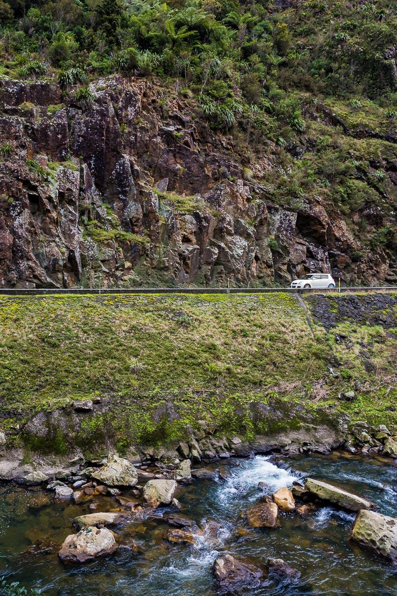 car-travel-roadtrip-auckland-north-island-new-zealand-road-coromandel-karangahake-gorge.jpg