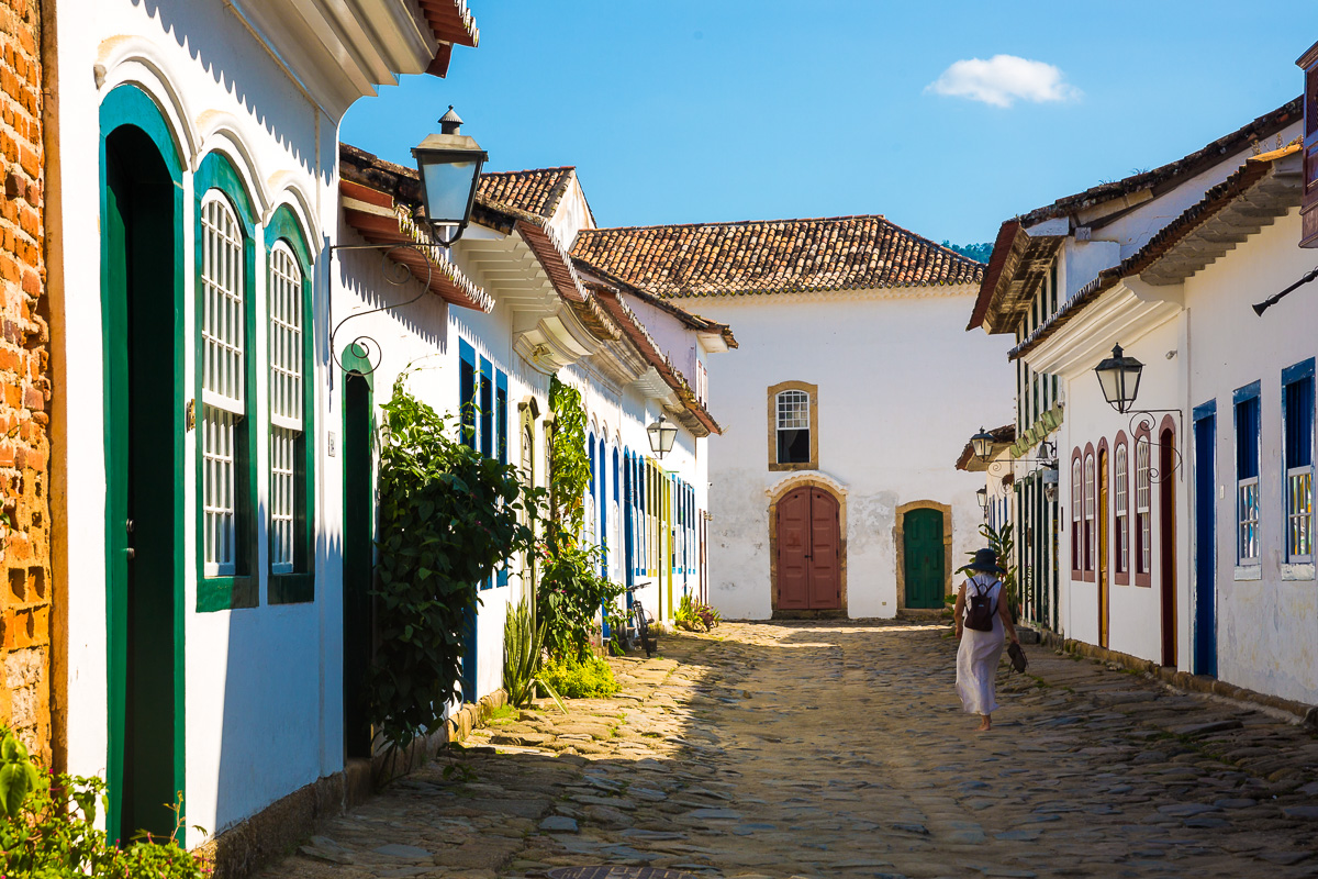paraty-street-colourful-colour-colonial-architecture-style-portuguese-brasil-brazil-travel-photographer.jpg