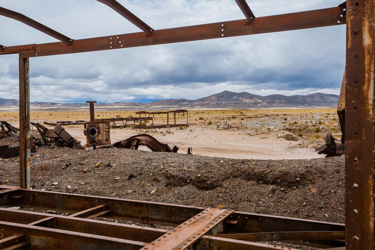 south-america-bolivia-train-graveyard-cemetery-trenes-cementerio-uyuni-bolivia.jpg