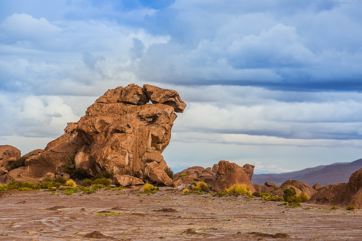 rock-valley-bolivia-adventure-travel-photography-uyuni-siloli-desert-expedition.jpg