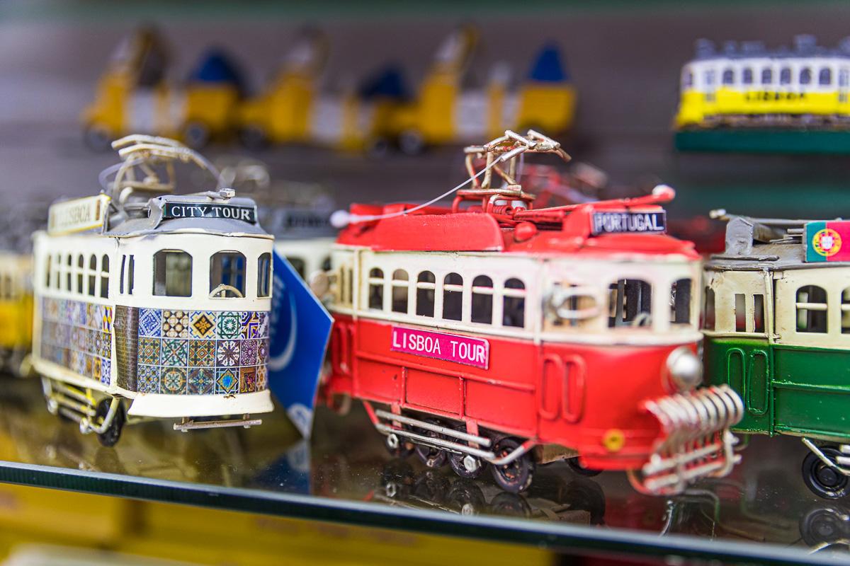 souvenir-lisbon-portugal-lisboa-europe-tram-miniature-store-tourist-gift-toy.jpg