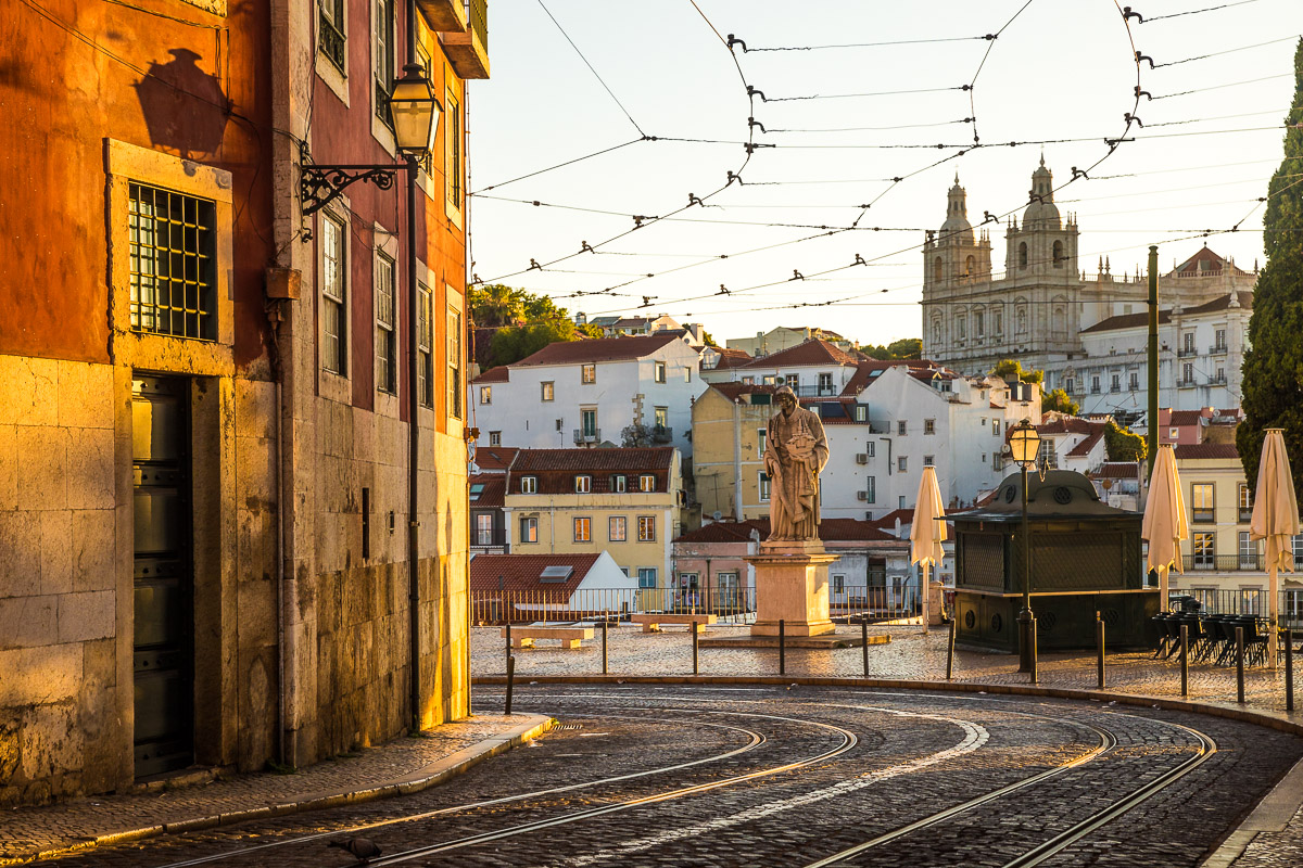 golden-light-morning-sunrise-portugal-lisbon-lisboa-miradouro-santa-luzia-tram-lines.jpg