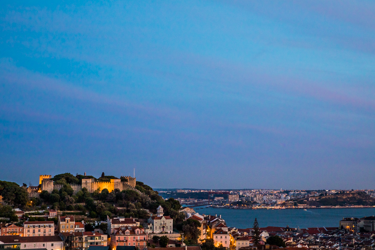 sunset-castle-castelo-blue-hour-evening-light-lisbon-nossa-senhora-do-monte-miradouro.jpg