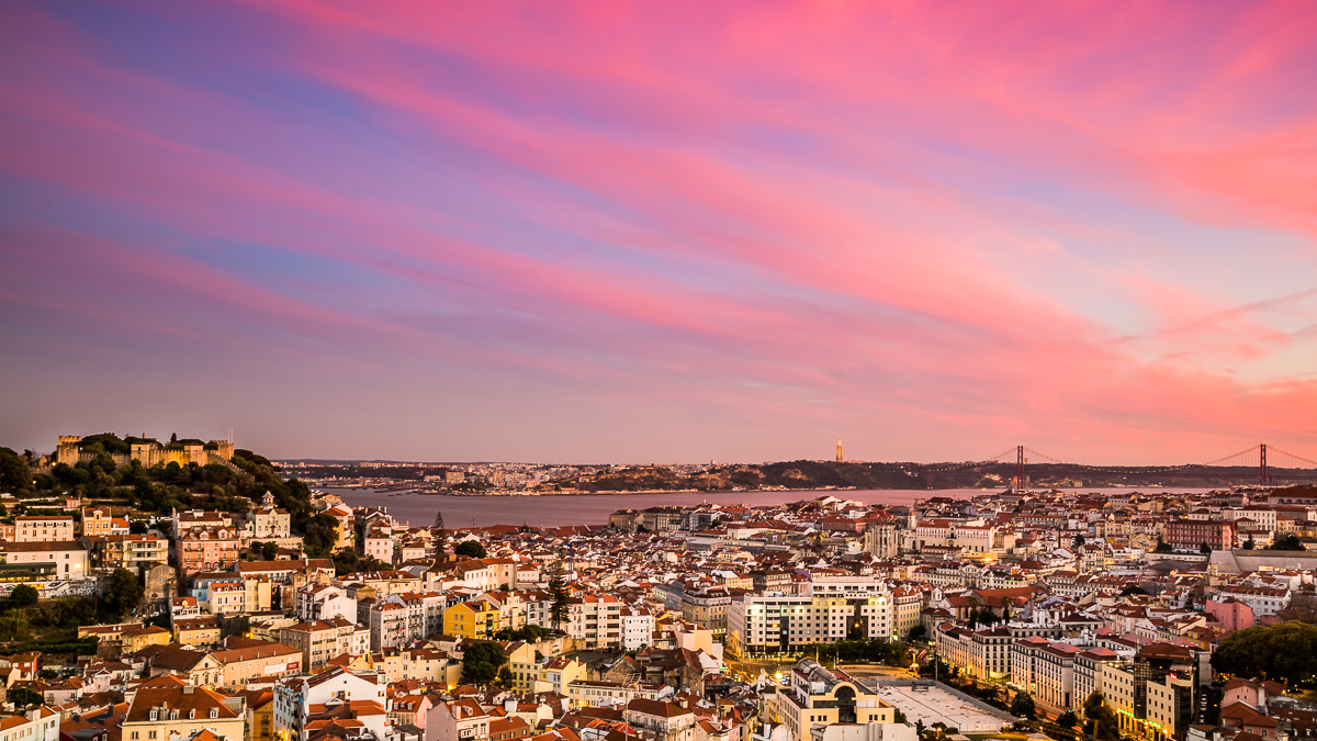 sunset-pink-skies-lisbon-lisboa-portugal-miradouro-nossa-senhora-do-monte-travel-photographer.jpg