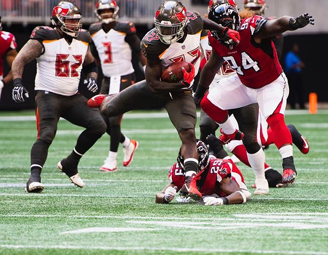 Two more photos from the game on Sunday!  #bucslife #buccaneers #falcons #ATL #nfl #sports #football #auburn #stadium #mercedesbenz #juliojones #jamieswinston #riseup #photography #nikon #exciting #crazy #close #sportsphotographer #atlanta #atlantafalcons #diving #tackle #footballseason #professional #igers #nikonphotography