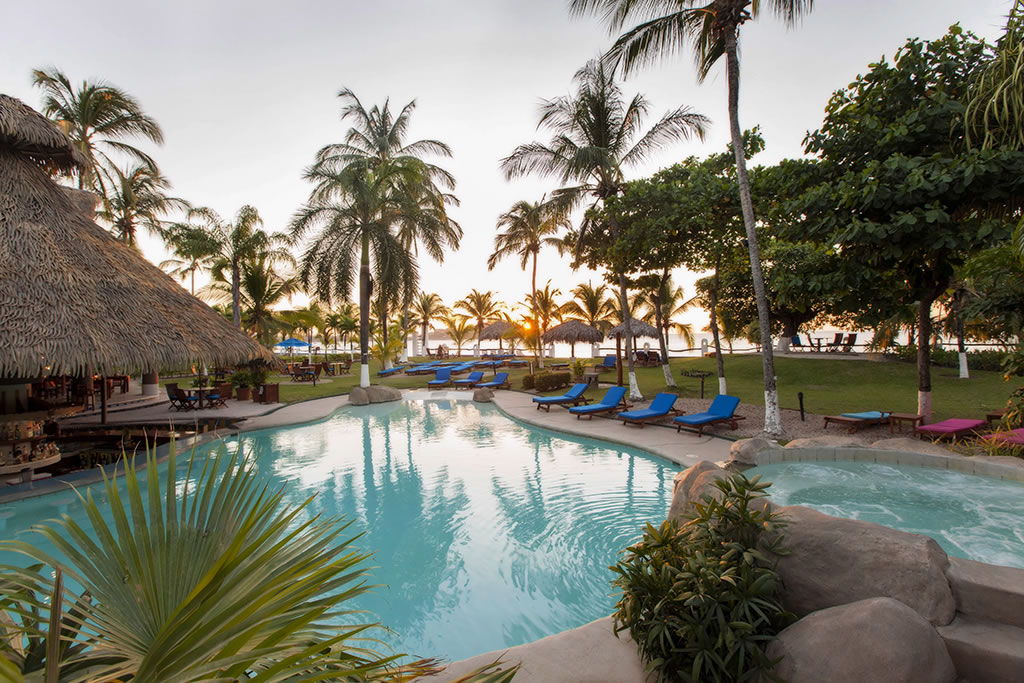 Bahia Del Sol Resort pool and resturant area
