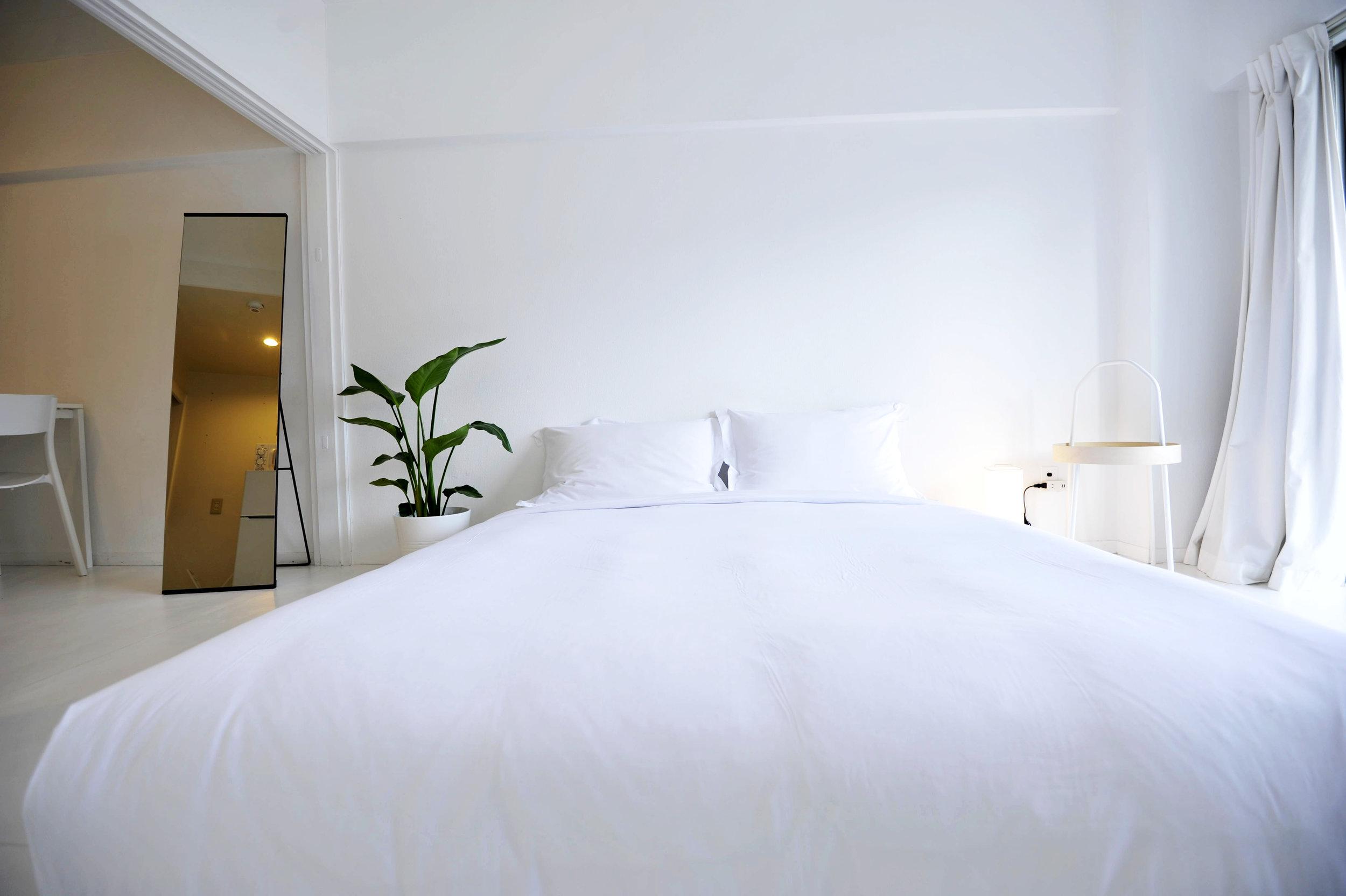 white_bed 2.jpg
