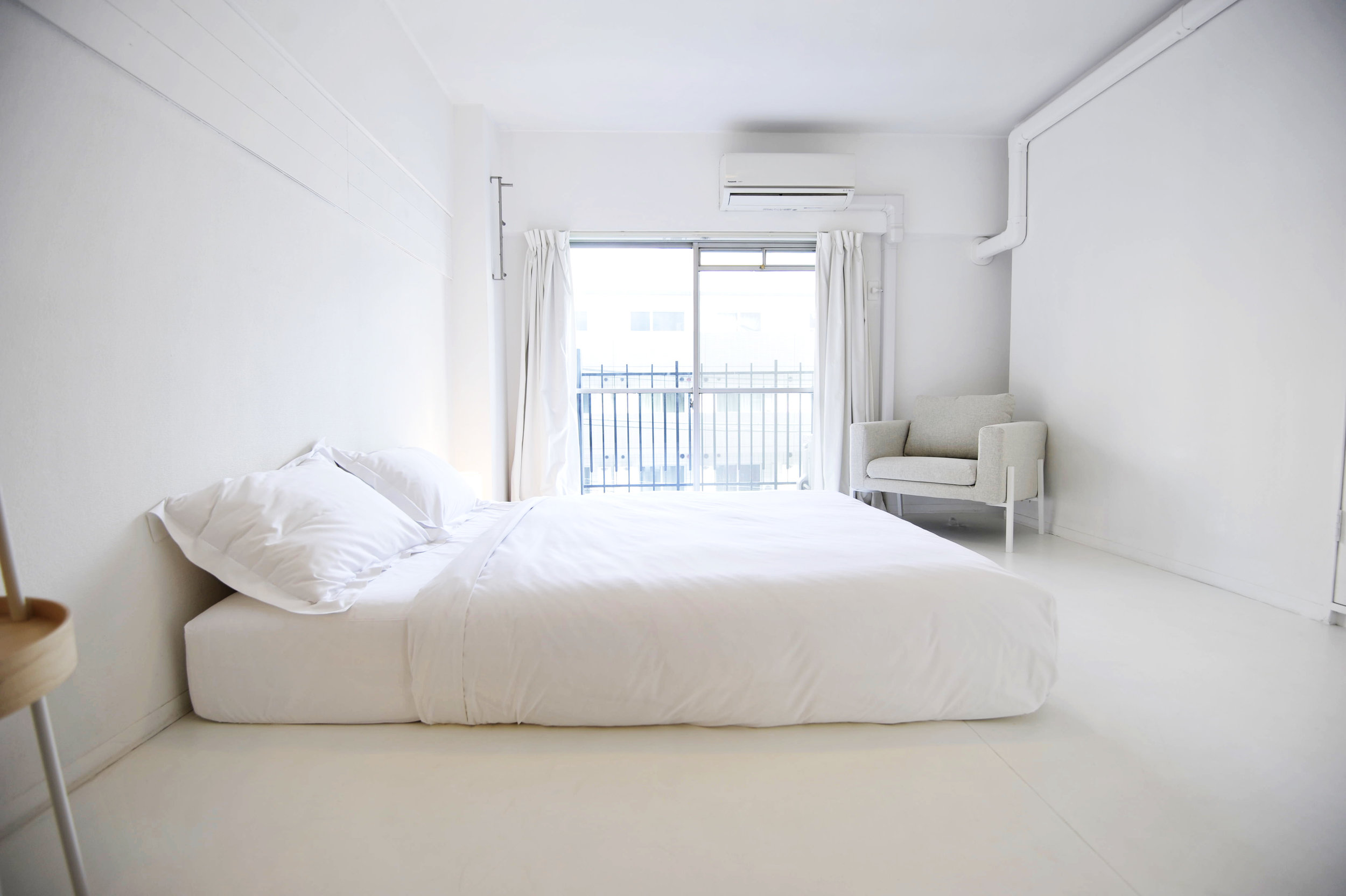 white_bedroom.jpg