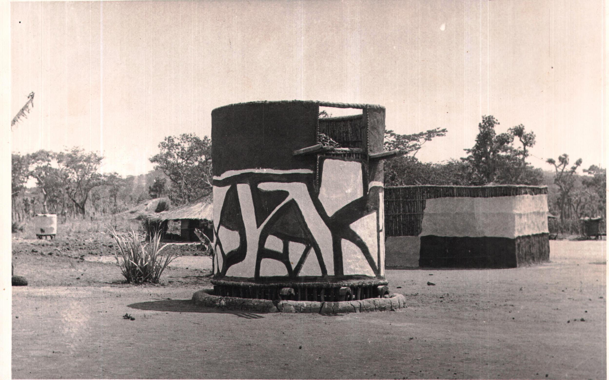 Grain containers, Graineries - Kasempa 1935-1950.jpg