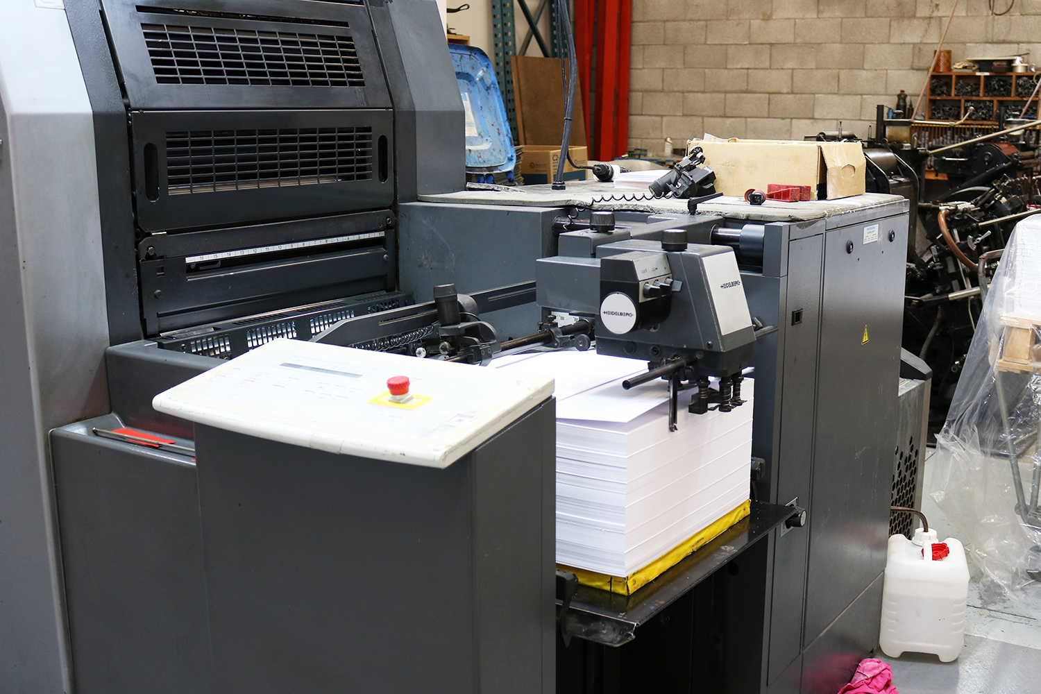 Sheets of  Tauro Offset  by  B&F Papers  are fed into the Offset Printing Machine