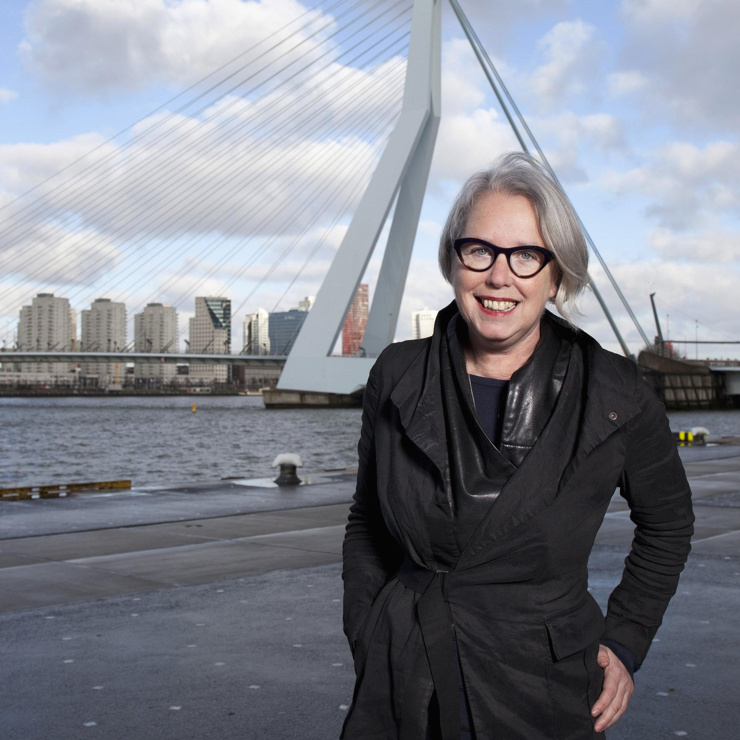 Sjouk Hoitsma   secretaris   info@textielcommissie.nl    Conservator/curator Museum Rotterdam en freelance curator mode, kostuum en textiel.