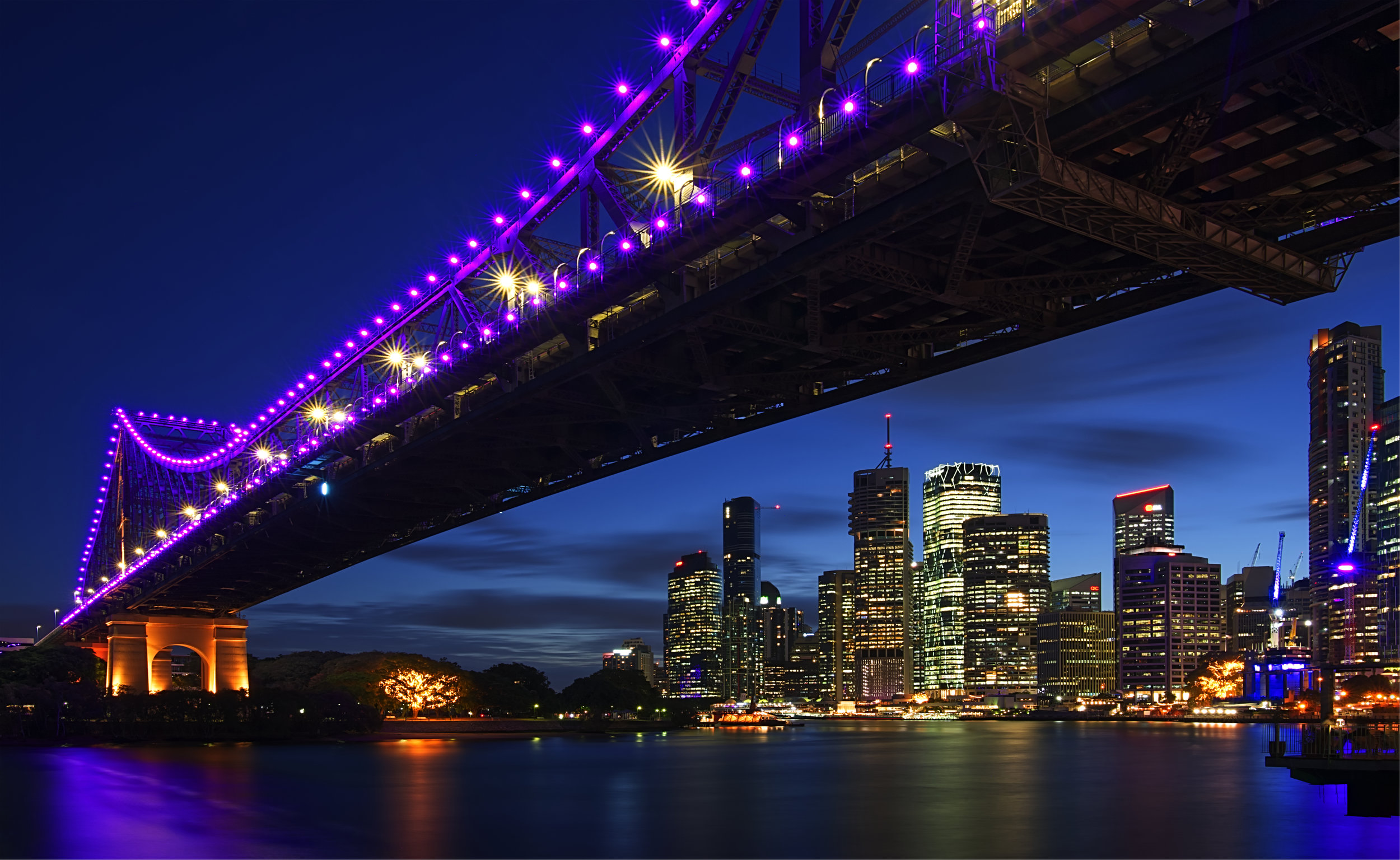 STORY BRIDGE IN BRISBANE WITH CITY BEHIND