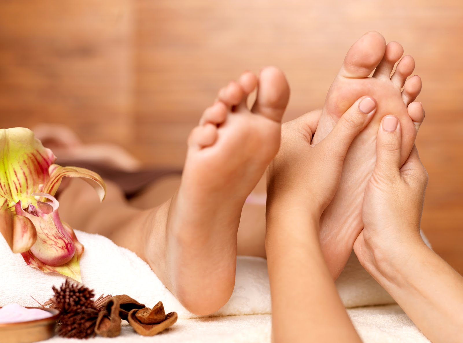 Reflex Therapy Foot Massage £35 30 mins - A relaxing foot massage based on the ancient art of reflexology. Deeply relaxing and stimulating the body's natural ability to heal. Highly recommended!
