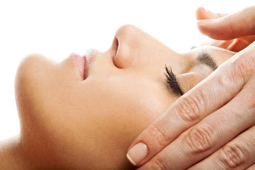 UO Indian Head Massage £40 25 mins - Ease away aches and pains and leave your worries behind as the therapist works out tension from the upper back, shoulders, neck and scalp. Acupressure points on the face and arms make this unique treatment extremely effective on every level.
