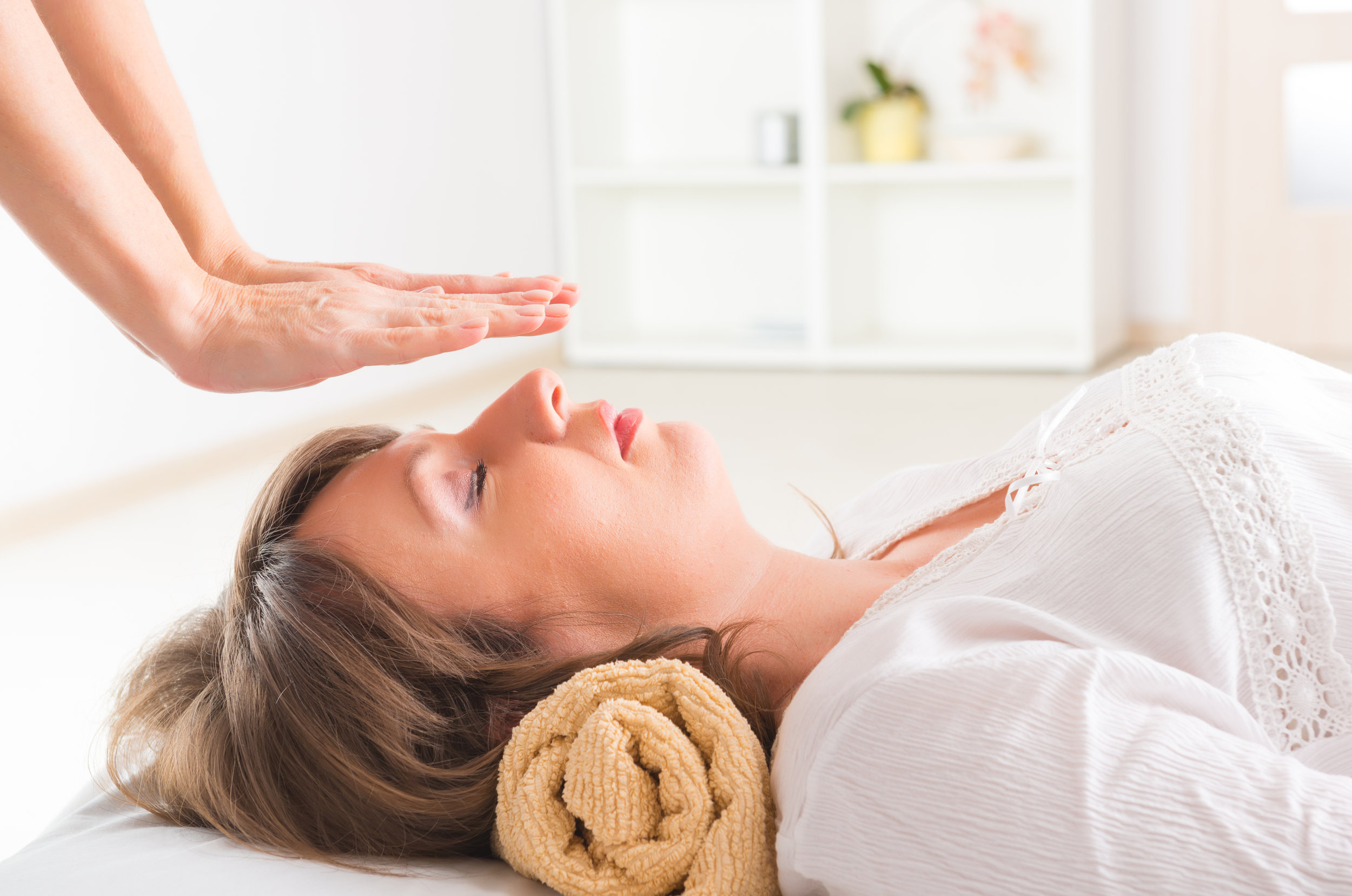 UO Cosmic Love Reiki Healing £40 25 mins - Our attuned therapist's channel natural healing energies starting at the head and flowing to the toes. Ease your body, mind and soul into a restful state and stimulate your own healing process. If you've never experienced reiki we highly recommend that you try it as the results can be profound and the experience deeply relaxing.