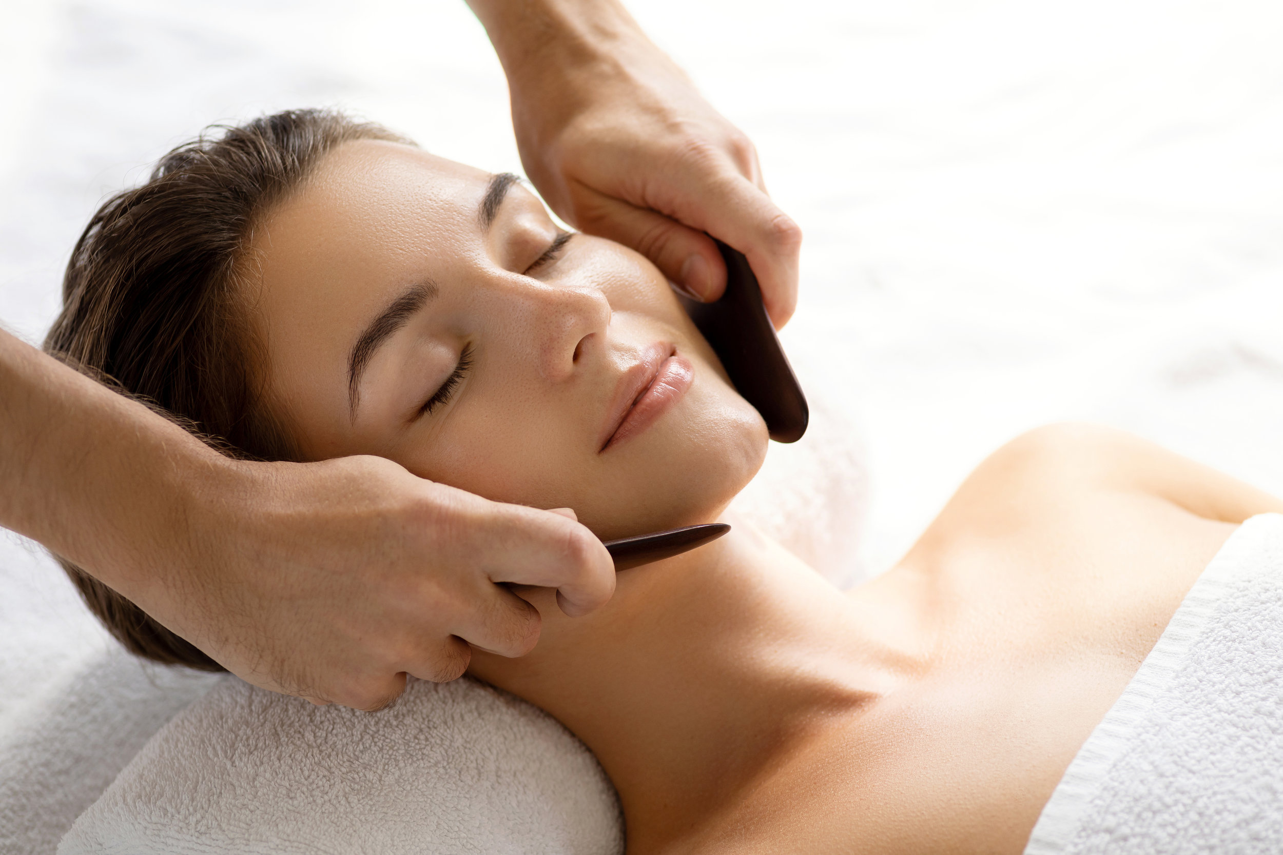 UO Radiant Glow Face Care  Inspired from the Far East.£40 25 mins - A rejuvenating and relaxing unique treatment of the face, chest, neck and shoulders. Enjoy softer, brighter skin and a glowing complexion. Also combatting fine lines, wrinkles, eye bags and other signs of aging. Incorporating the use of traditional antiaging techniques of Gua Sha, Dermo Roller, acupressure points, meridian lines and massage of the superficial and deep muscles along with lymphatic drainage