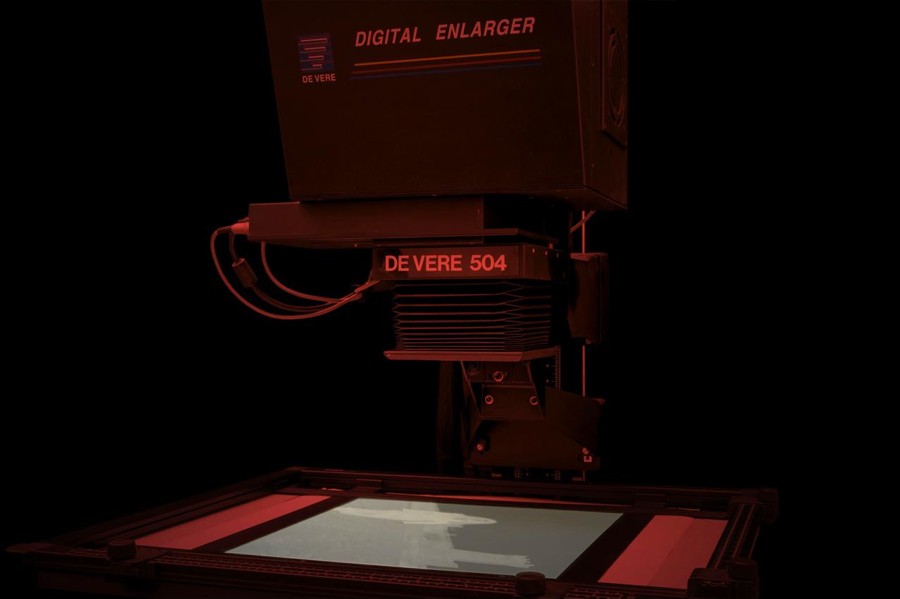 il-laboratorio-bn-lavorazione-digitale-ingranditore-De-Vere-stampa-ai-sali-d'argento-da-file-ok.jpg