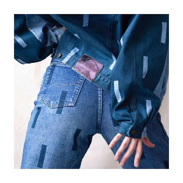 A close up of the @anoukxvera  upcycled denim pieces that we exhibited this weekend at the Kloffiemarkt in Amsterdam. All items are given a second life with an AnoukxVera signature 💥💕 #slowfashion #secondlife #denim #britneyandjustin