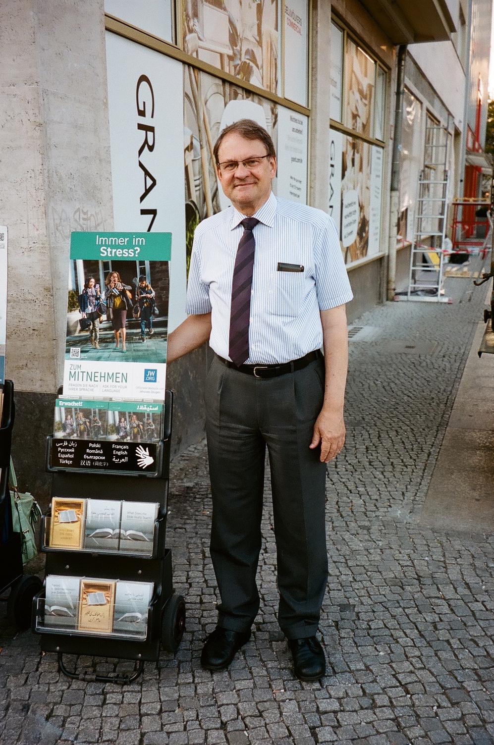 Hans-Georg, born in Berlin (Germany)