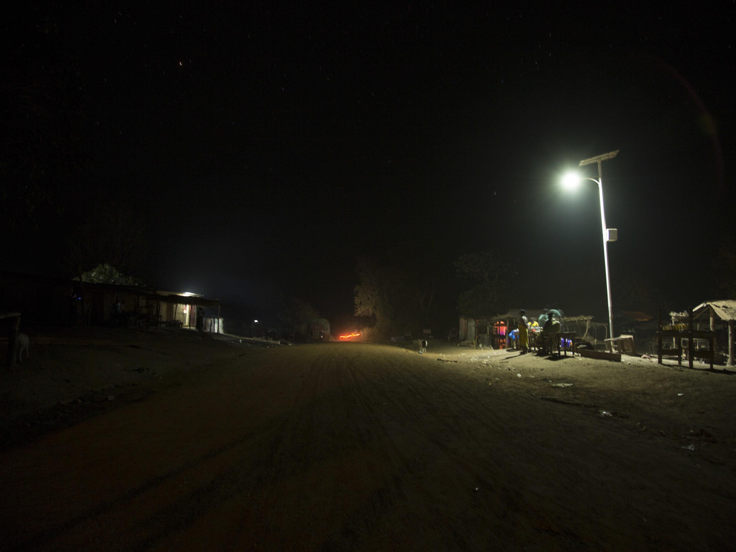 Route éclairée nuit