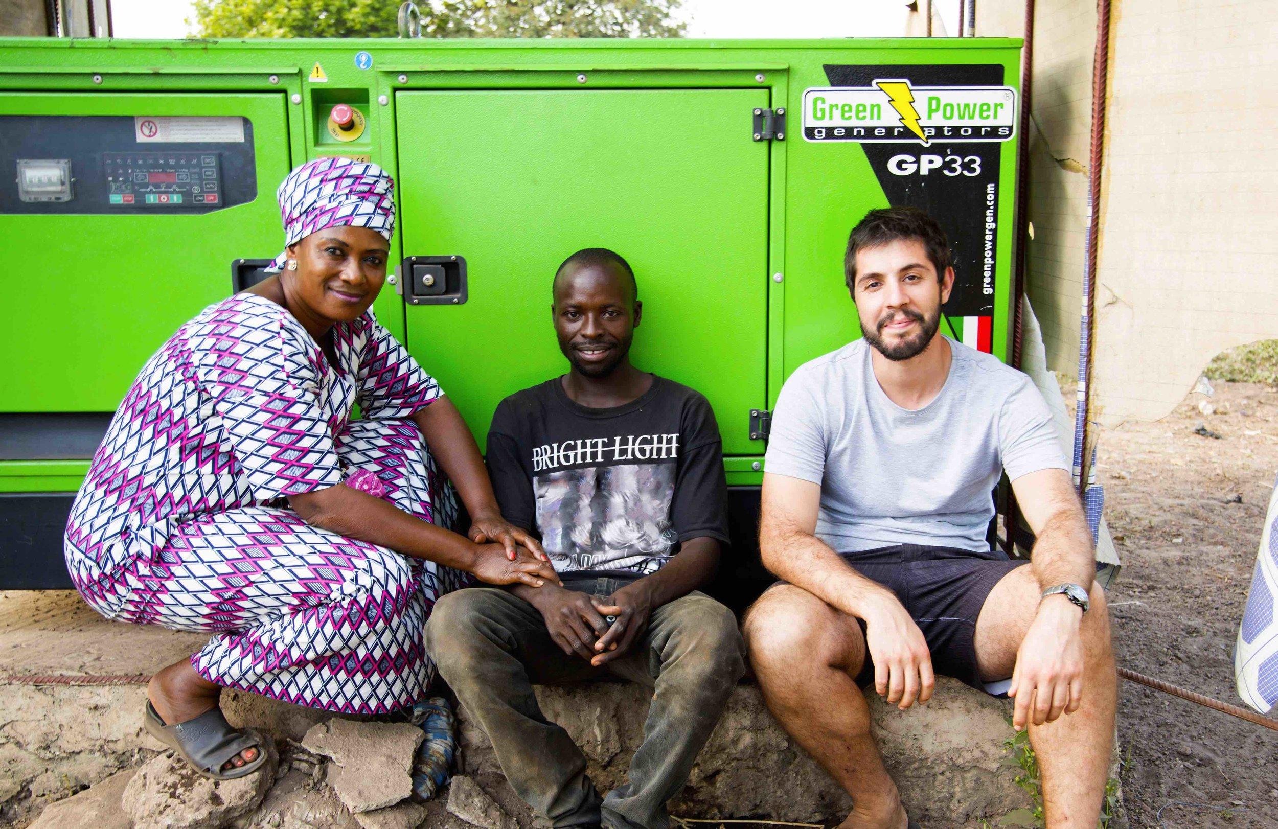 Tristan et Louise, co-fondateurs de Power:On, et Jean, responsable du réseau à Igbérè