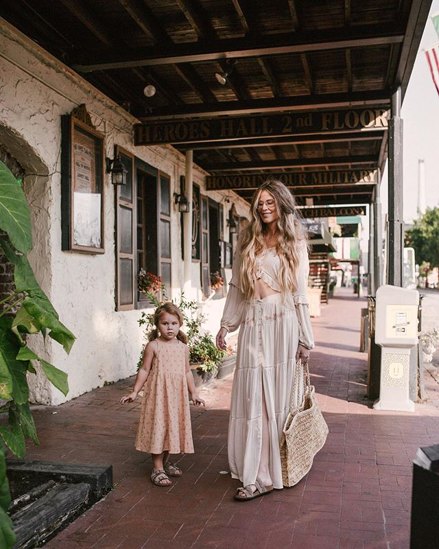 A stroll down River Street with my girl. Click on link in bio to read all about our trip at @thedesotoga in Savannah, Georgia.