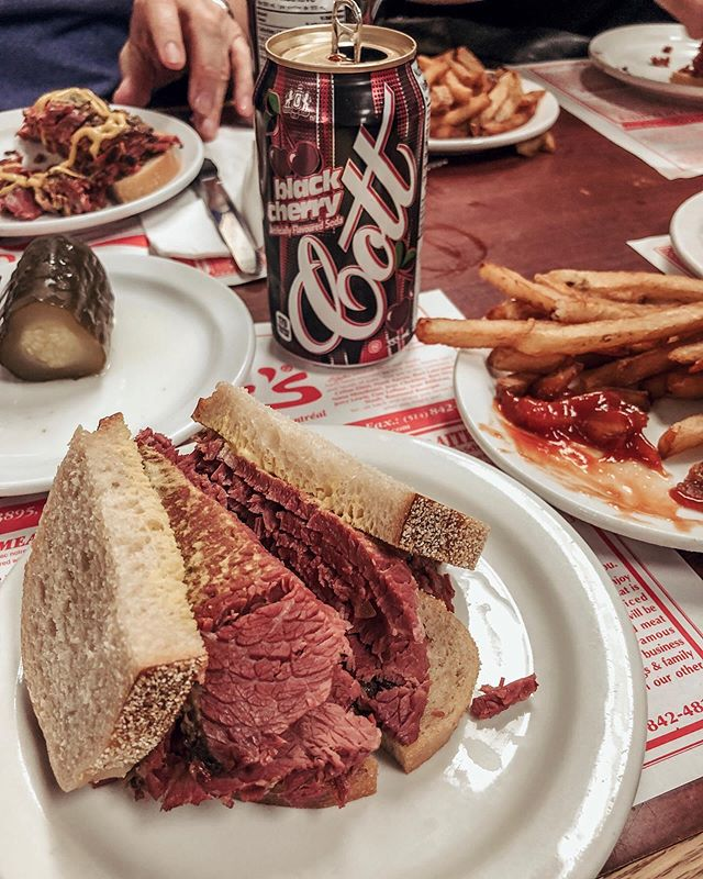 Not so healthy but definitely a necessary #foodstop in Montreal (if you're a meat-eater, that is). If you're not having your Schwartz's smoked meat sandwich with a black cherry cola & a big plate of fries, you're doing it wrong 🍒 ⠀⠀⠀⠀⠀⠀⠀⠀⠀ ⠀⠀⠀⠀⠀⠀⠀⠀⠀ ⠀⠀⠀⠀⠀⠀⠀⠀⠀ ⠀⠀⠀⠀⠀⠀⠀⠀⠀ #montrealfood #foodblogger #fashionblogger #eatsmontreal #smokedmeat #montrealsmokedmeat #mtlblog #mtleats #cottsblackcherry #cherrysoda #montrealrestaurants #schwartzsdeli #schwartzmontreal #schwartz