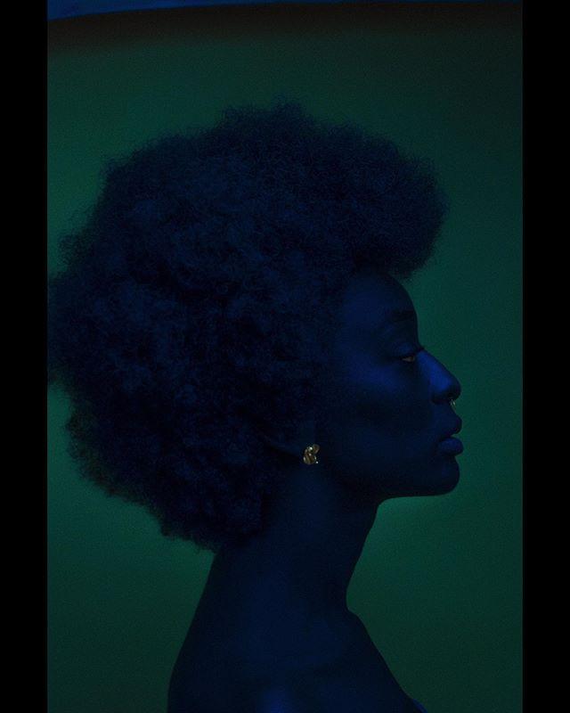 «Le rêve d'Isis , une poésie visuelle inspirée de la relation harmonieuse entre Isis et sa belle étoile Sirius . Anciennement appelé Sopdet par les Egyptiens, elle était considérée comme la voie d'ouverture à la crue du Nil, détenant la vie et la fertilité ...»  Venez découvrir une sélection d'images issues de ma série en développement «LES DIEUX OUBLIÉS» lors d'une exposition exclusive par TOYOTA & Abidjan Art Co. aux côtés des talents Carine Mansan , Kader Diaby , Keren Lasme , Olufemi Hinson , Obou Gbais , Richmond Karamoko , Lafalaise Dion , Yubah et Lana Arma ❤️. Special thanks to the hard working team behind this project & to an iconic muse Loza Malehombo 🌹.