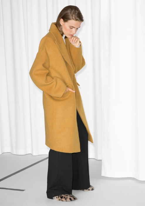 Love this & Other Stories oversized coat. Great for minimal to eccentric looks. I can see it as an every day staples as much as that pop to your outfit over a flowy dress on a night out.