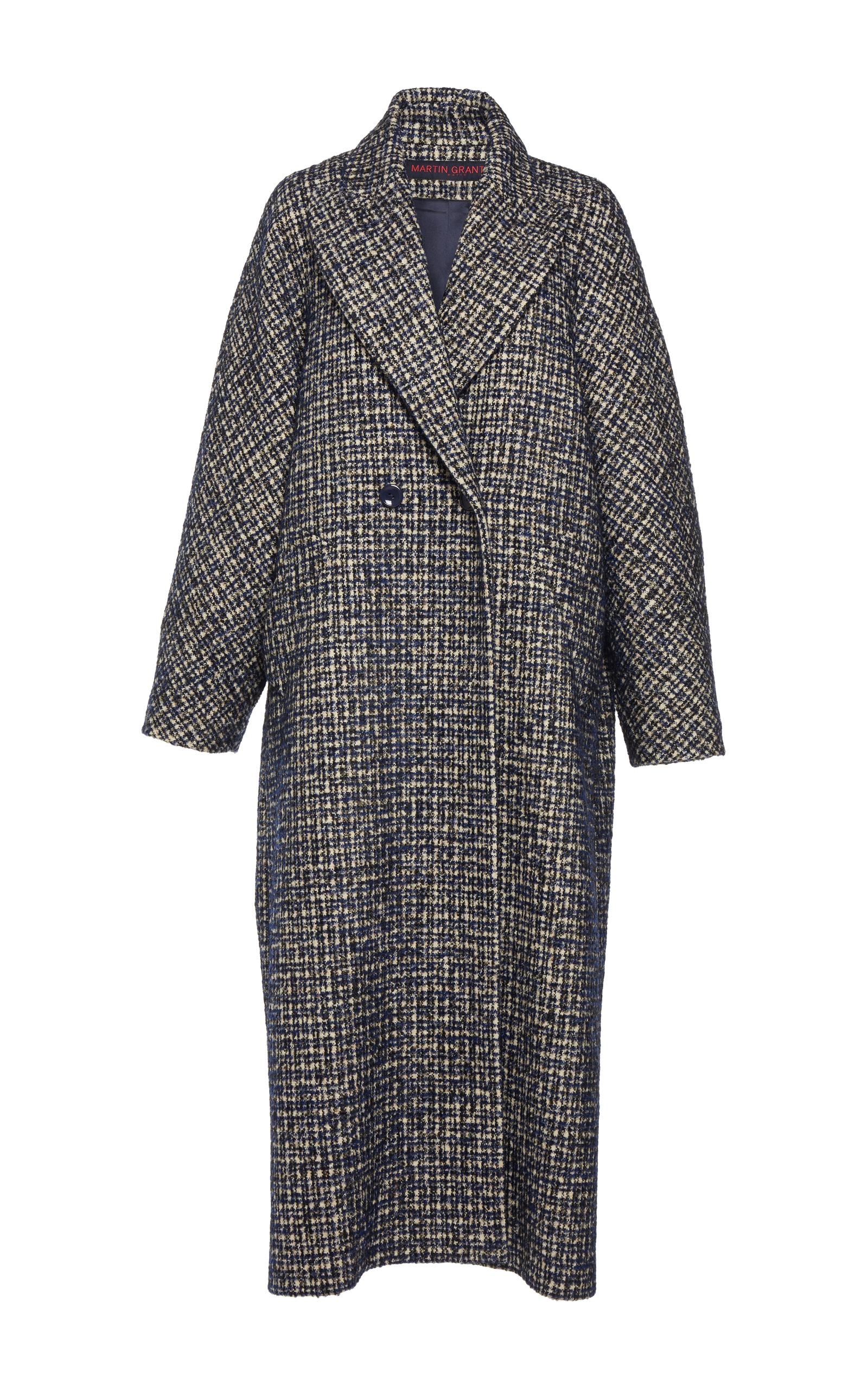 This oversized mens coat is extra fabulous as it's great loose but also fantastic belted showing off your feminine shape. The cut and proportion are prefect. Tre bien Martin Grant.