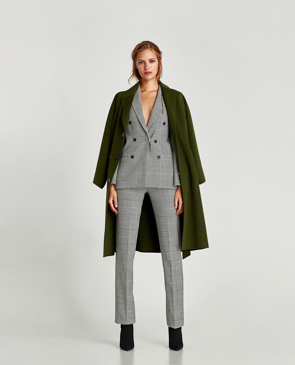 I love the nipped waist on this modern interpretation of the original Dior Bar Suit.With perfectly tailored trousers, this updated suit is a win win!