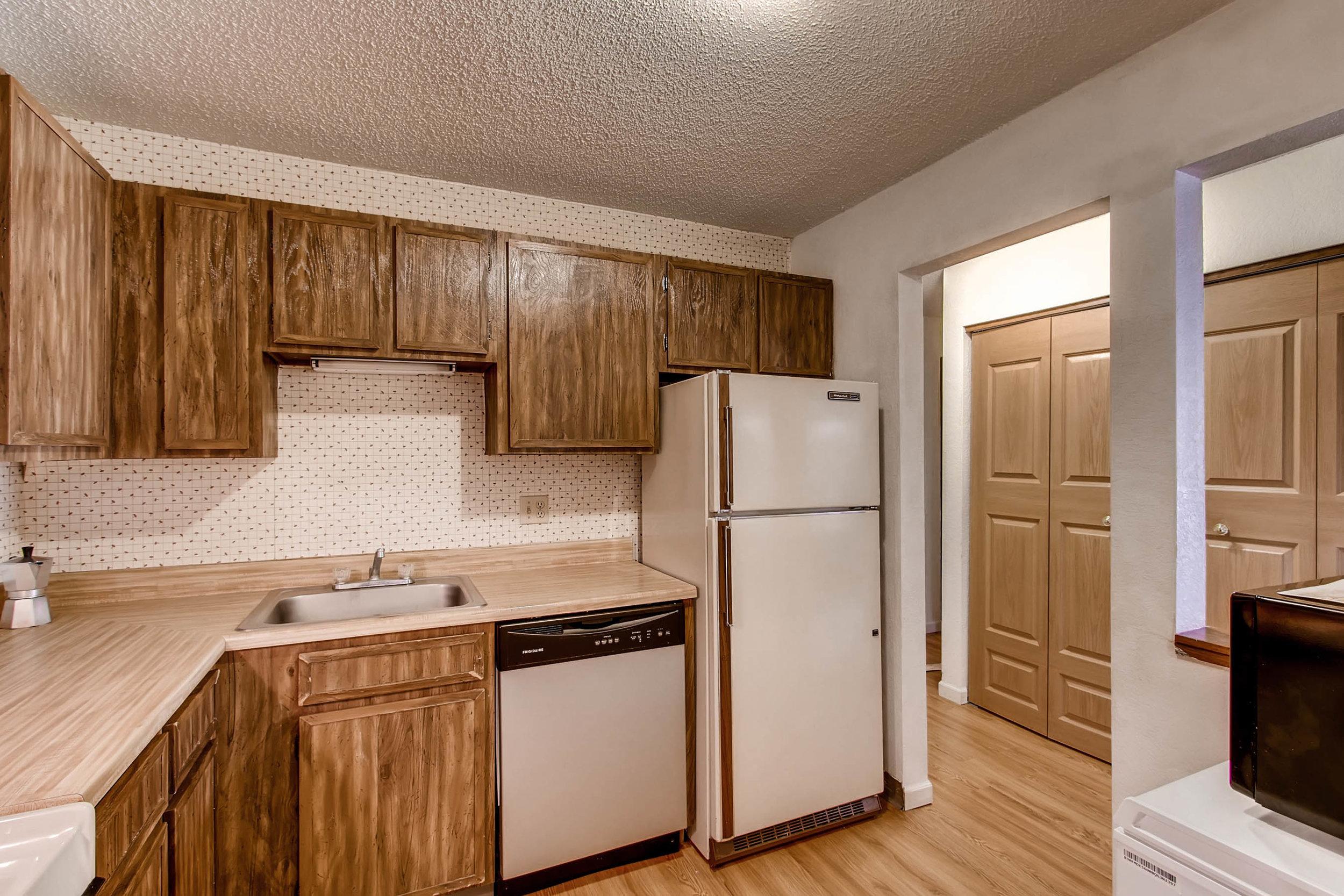 1700 Four Oaks Road 143 Eagan-print-010-4-Kitchen-2700x1800-300dpi.jpg