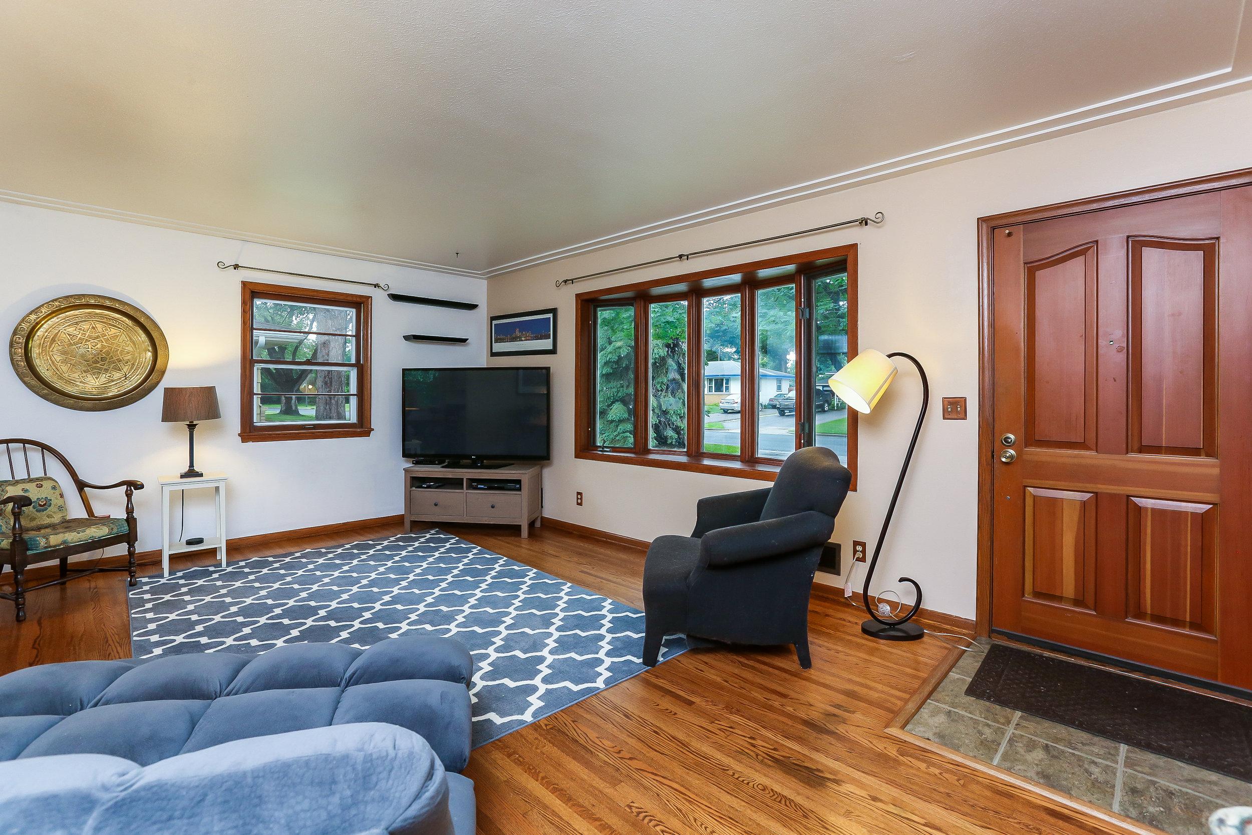 006-Living_Room-5916060-large.jpg