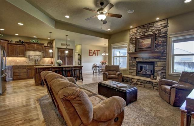 family room and dining.JPG