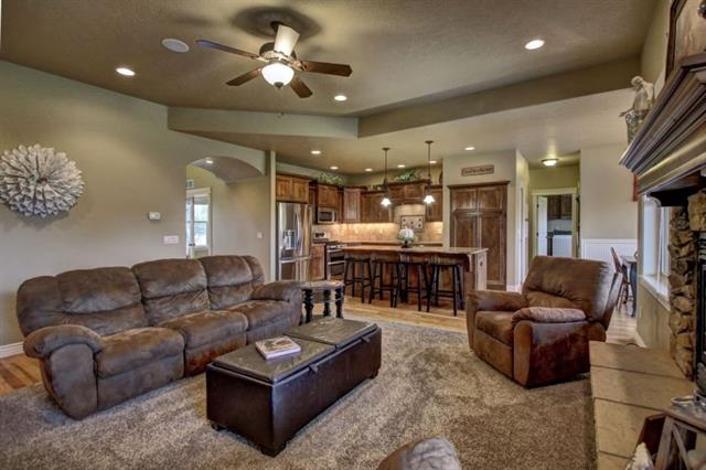 family room and dining2.JPG