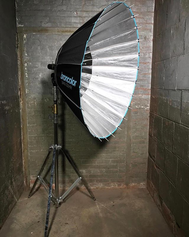 Broncolor 1600 HMI Available to rent through Hook Equipment, email equipment at hook studio dot com. For full EQ inventory click link in bio. . . . . . #1600 #hmi #broncolor #hookequipment #hookstudio #productionequipment #griprental #lightingrental #productionrental #eqrental #brooklyn #nyc #photoshoots