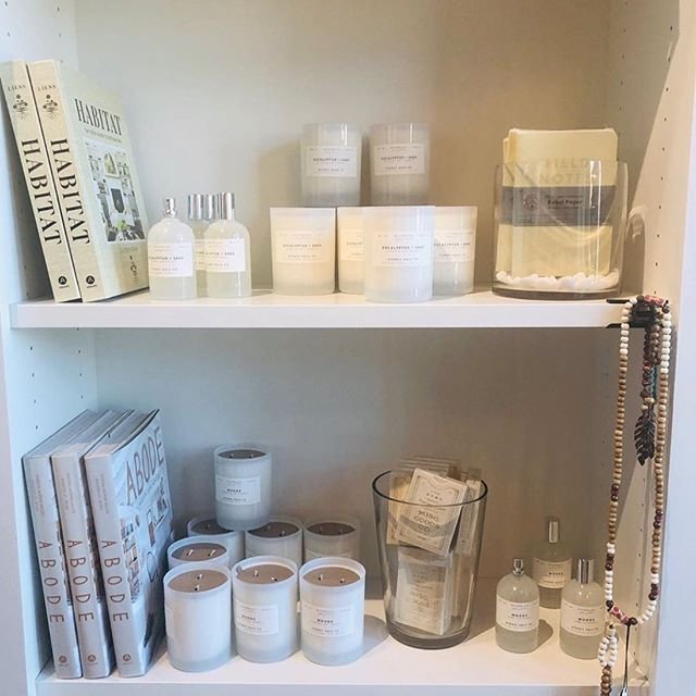 Bright and white ✨ via @moonflowermusings #shelfie #allwhiteeverything @abramsbooks @generalstore @misc_goods_co @sydneyhaleco @fieldnotesbrand