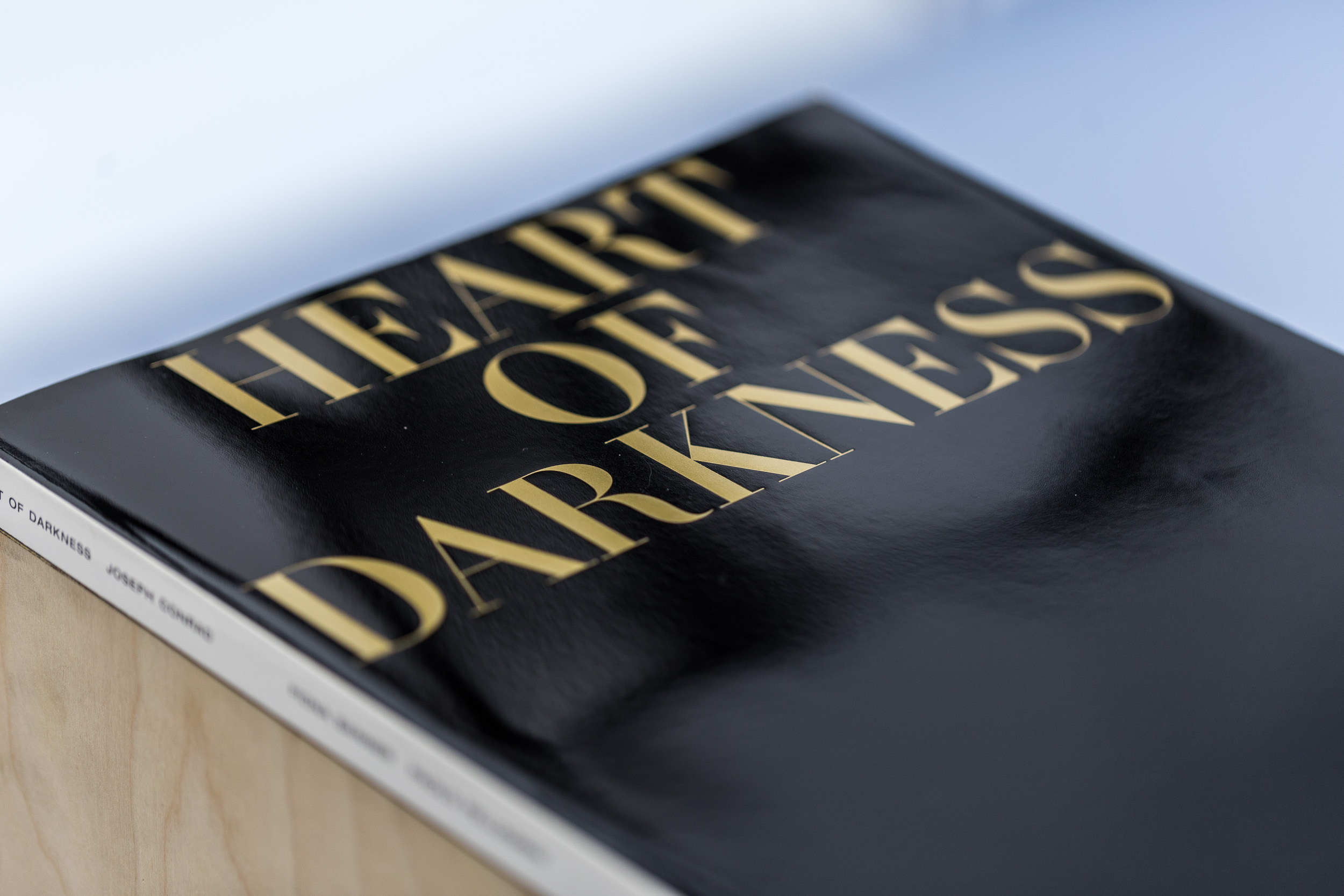 Fiona Banner,  Heart of Darkness , 2015, 320 page magazine on plinth. Words by Joseph Conrad. Photographs by Paolo Pellegrin, commissioned by Fiona Banner in association with the Archive of Modern Conflict. Published by the Vanity Press and Four Corners Books  Photo: Kilian Bannwart