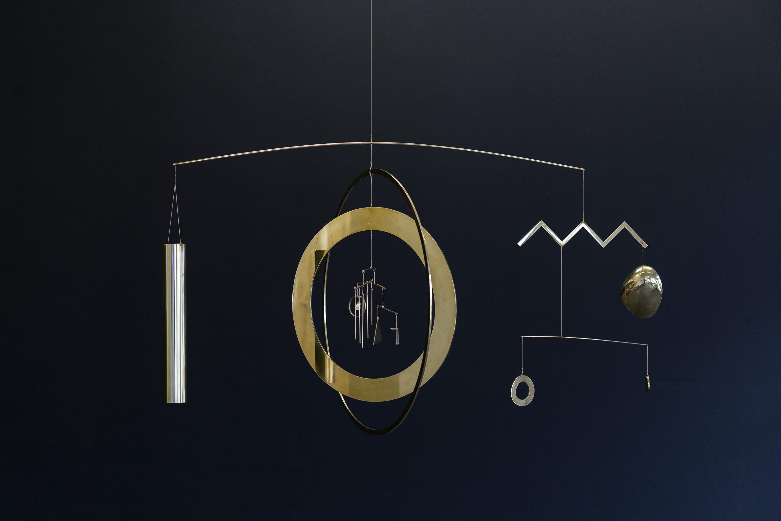 Kirstine Roepstorff,  Heart of the Whale , 2017,   Mobile: brass, steel  ,   90 x 157 x 18cm   Photo: Kilian Bannwart
