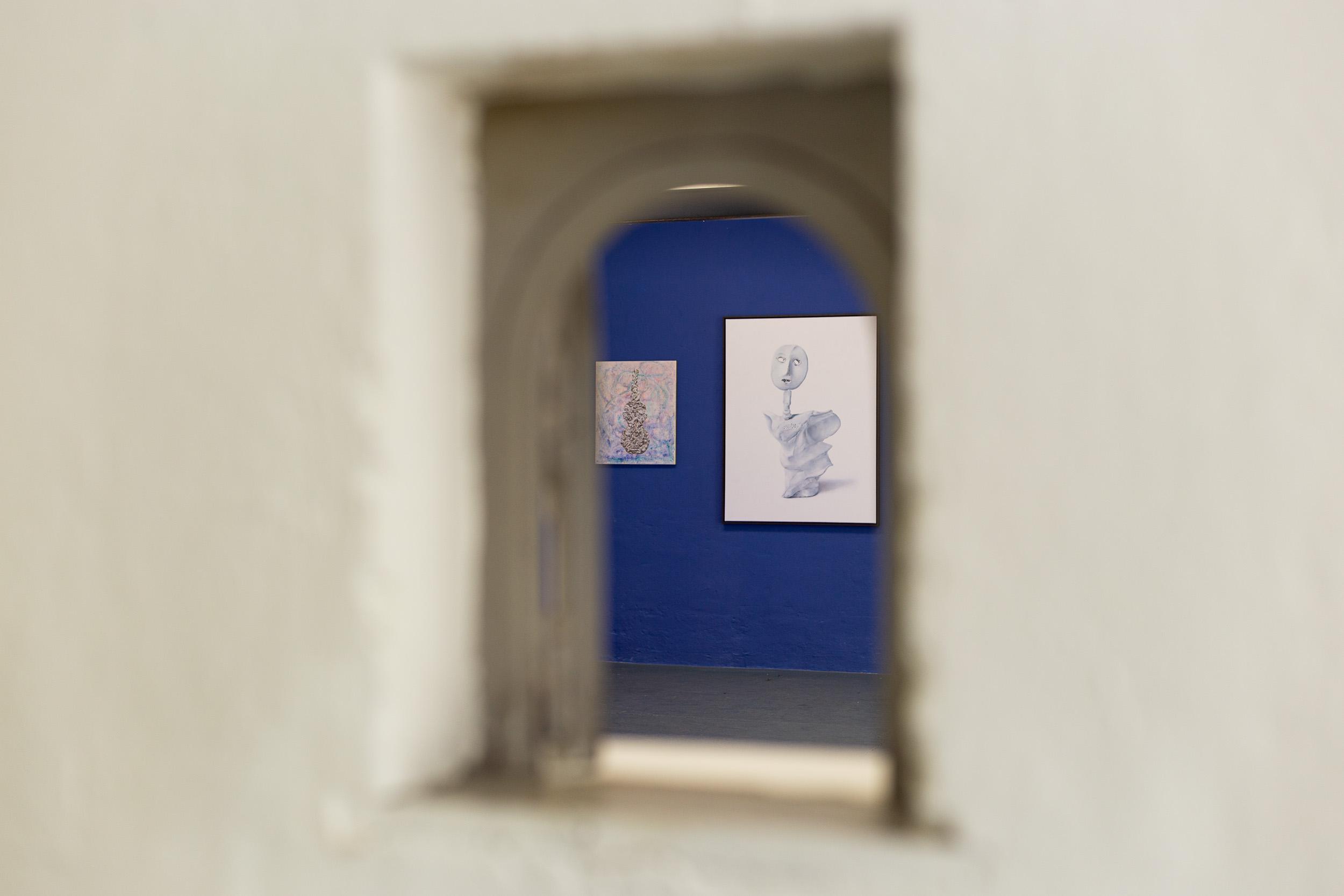 Left: Francisco Sierra,  Violino classic alle mandorle , 2016, oil on canvas, 60 x 50 cm  Right: Francisco Sierra,  Ålmos , 2016, oil on canvas, 116 x 90 cm  Photo: Kilian Bannwart