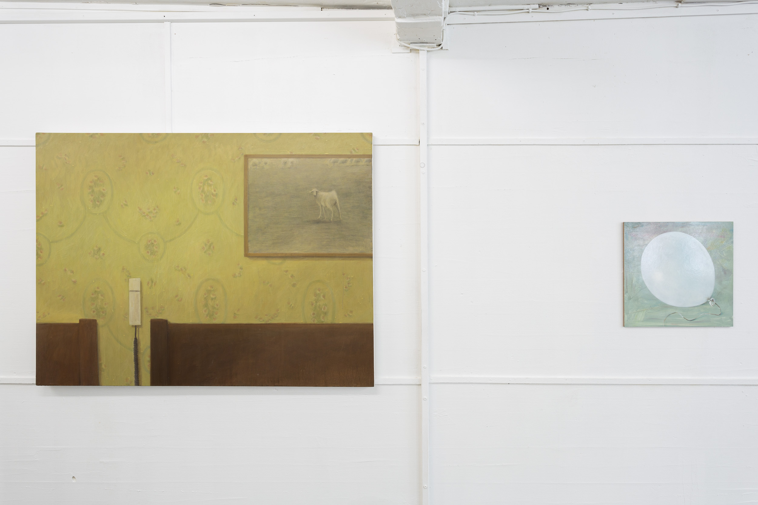 Left: Christoph Hänsli,  Interior , 2000, egg tempera and acrylic on canvas, 105 x 140 cm  Right: Francisco Sierra,  Untitled (White Baloon) , 2017, oil on wood, 44 x 45 cm  Photo: Kilian Bannwart