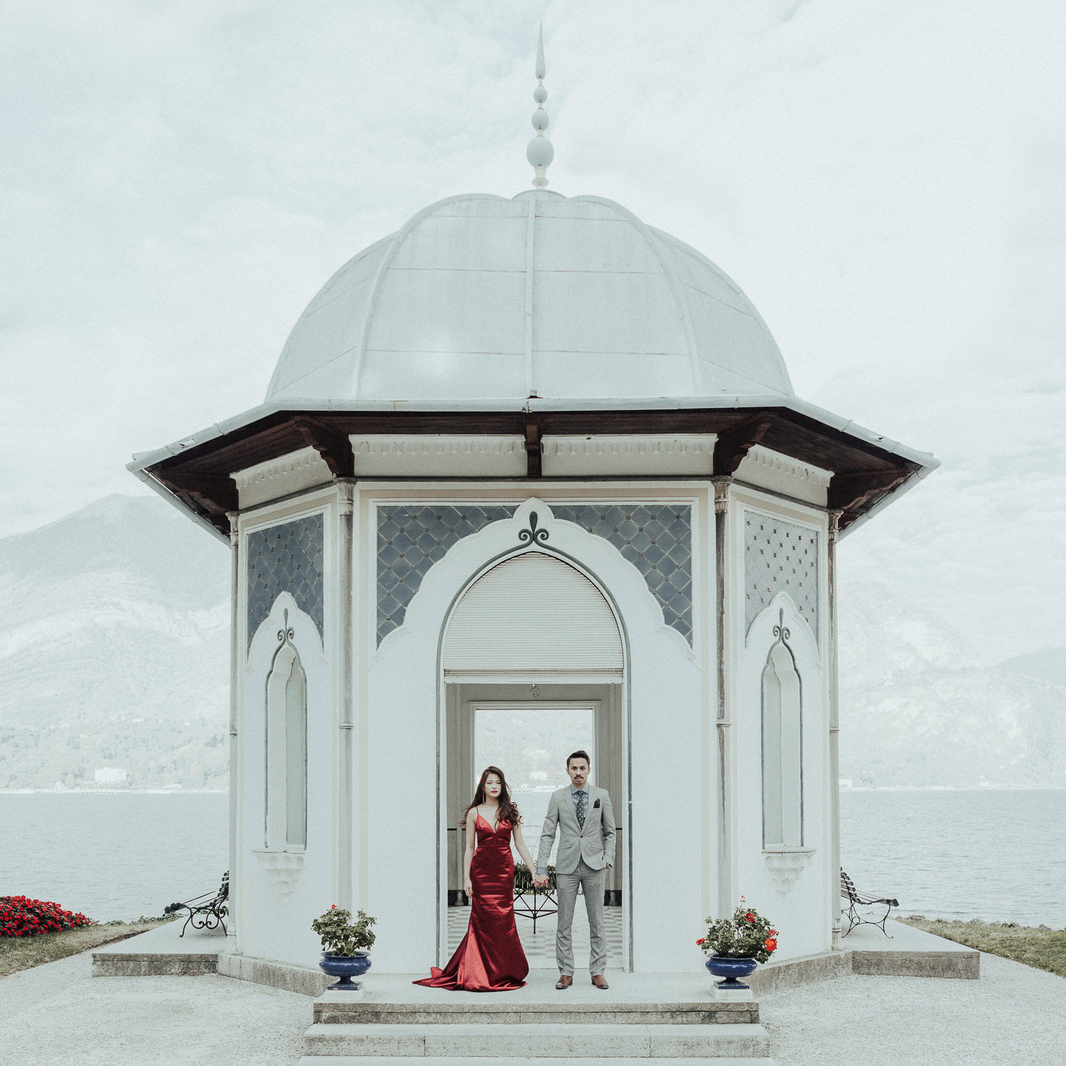 Photography by   Playground Love Weddings   (Villa Melzi, Italy)