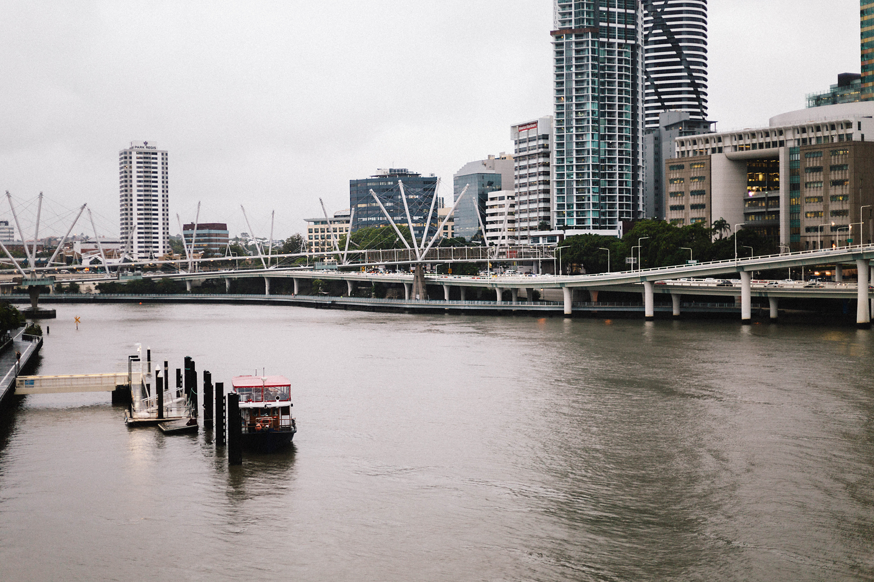 Brisbane River in the rain (Poppy & Sage Photography)