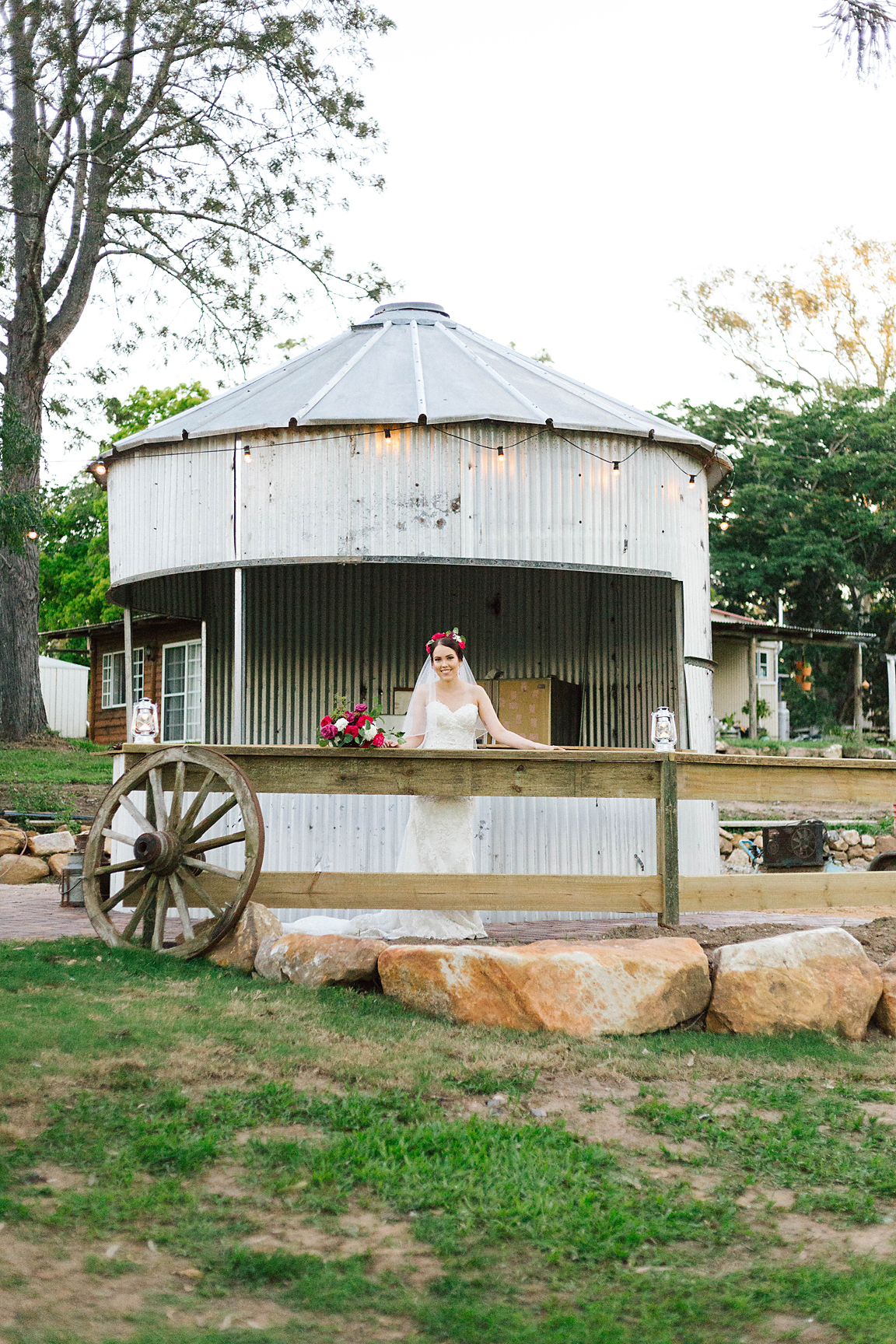 Location:  Sharla Park Country Weddings & Events . Photography by  Poppy & Sage Photography .