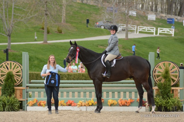 Caitlin Malloy Brennan awarding the 2015 Reserve Champion ribbon to Semper Fidelis and Nicole Bulzacchelli