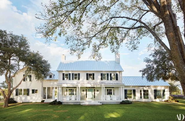 Architecture by Curtis & Windham / Source:    AD    / Photo by Trevor Tondro Photography Inc.